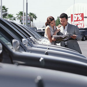 Image: Couple shopping for car (Image100/Jupiterimages)
