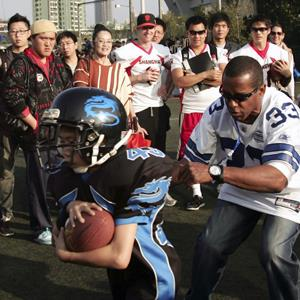 NFL Hall of Famer Tony Dorsett, right, gives lessons during a football clinic in Shanghai, China on Nov. 27, 2011 (AP Photo)