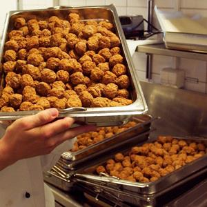 Swedish meatballs at an IKEA restaurant (© Rolf Adlercreutz/Alamy)