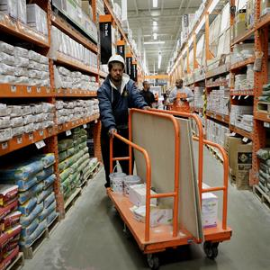 A customer pushes a cart through a Home Depot Inc. store in Washington, D.C. on Nov. 12, 2012 (© Andrew Harrer/Bloomberg via Getty Images)