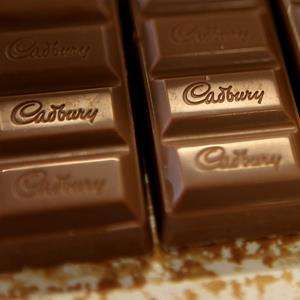 Chocolate moves down the production line at the Cadbury factory in Birmingham, England (© Simon Dawson/AP Photo)