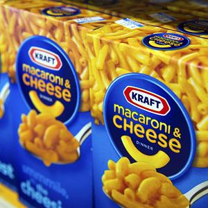 File photo of boxes of Kraft Foods Group Inc. macaroni & cheese displayed in Fog Hill Market in San Francisco, California on Feb. 5, 2013 (© David Paul Morris/Bloomberg via Getty Images)