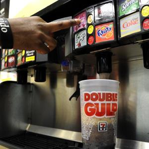 A man gets a Double Gulp drink at a 7-11 in New York. (© TIMOTHY A. CLARY/AFP/Getty Images)