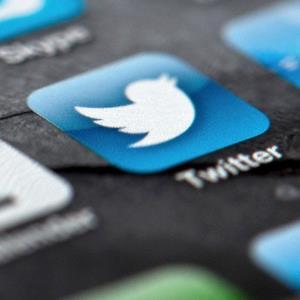 Smartphone displaying Twitter logo (© Soeren Stache/dpa/Corbis)