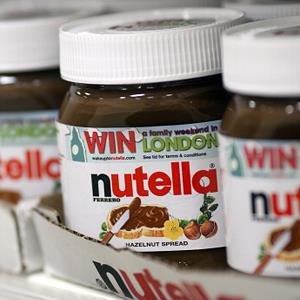 Jars of Nutella in a supermarket in Slough, England on September 3, 2012 (© Simon Dawson/Bloomberg via Getty Images)