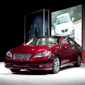 File photo of a Lexus ES 350 at the Chicago Auto Show in Chicago, Illinois on February 8, 2006 (© Scott Olson/Getty Images)