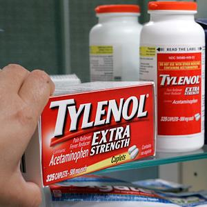 File photo of Tylenol Extra Strength in Palo Alto, Calif. on Aug. 11, 2010 (© Paul Sakuma/AP)