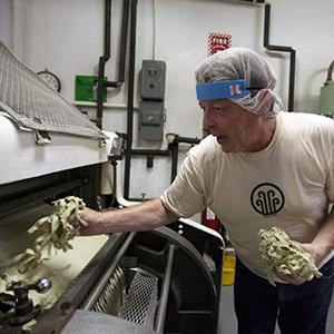 Machine operator Jim Swaney gathers scraps of pasta to send them back through a machine at Eden Organic Pasta Co., August 11, 2009, in Detroit, Michigan (© Chris Walker/Chicago Tribune/MCT via Getty Images)
