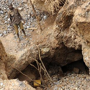 Child standing at the top of a gold pit in the deserts of Burkina Faso on July 5, 2012 (c) APA- PictureDesk GmbH/Rex Features