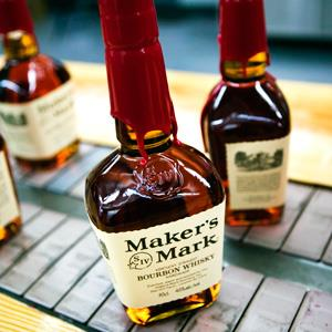 File photo of bourbon bottles at Maker's Mark Bourbon Distillery, on 16 Oct. 16, 2006 (© Walter Bibikow/Corbis)