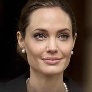 Angelina Jolie in London on April, 11, 2013 (© Alastair Grant/AP Photo)