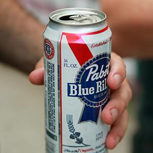 Man holding a can of Pabst Blue Ribbon (© Jeremy Hogan/Alamy)
