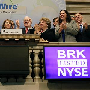 Berkshire Hathaway Chairman Warren Buffett rings the opening bell at the New York Stock Exchange on September 30, 2011 (© Brendan McDermid/Newscom/Reuters)