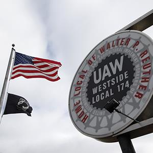 The United Auto Workers Local 174 sign stands outside their building in Romulus, Mich. on March 22, 2013 (© Paul Sancya/AP Photo)