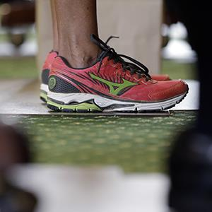 Sen. Wendy Davis, D-Fort Worth, wears tennis shoes in place of her dress shoes as she begins a one-woman filibuster in an effort to kill an abortion bill, Tuesday, June 25, 2013, in Austin, Texas (© Eric Gay/AP Photo)