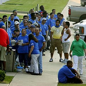 Temporary workers with the Staff Line agency line up on Aug. 3, 2007 (© Matthew Craig/AP)
