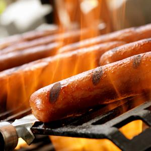 Hotdogs on an outdoor grill (© Lauri Patterson/E+/Getty Images)