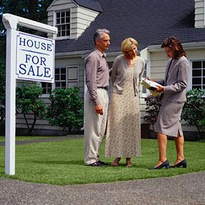 Image: Home purchase (© Ryan McVay/Photodisc Green/Getty Images)