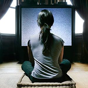 Watching television (© Digital Vision Ltd./SuperStock)