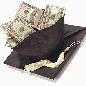 Image: Graduation cap (© Stephen Wisbauer/Getty Images)