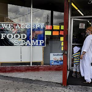 A food stamps sign in a store window on April 14, 2013 (© Michael S. Williamson/The Washington Post via Getty Images)