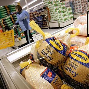 Butterball turkeys are for sale at a grocery store in Omaha, Neb. (© Eric Francis/Bloomberg via Getty Images)