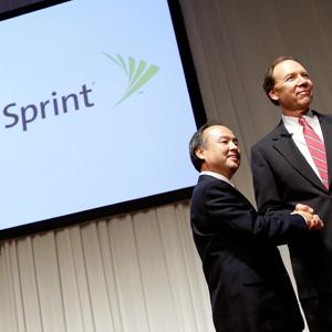 Masayoshi Son, Softbank's chairman and chief executive, shakes hands with Dan Hesse of Sprint Nextel in Tokyo on Oct. 15 © Kiyoshi Ota/Bloomberg via Getty Images