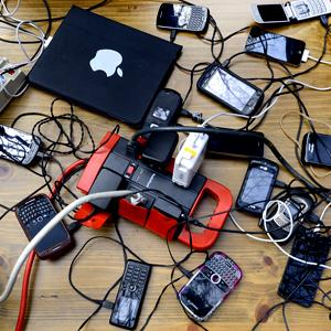 Phones and laptops charge off a genertor in New York's West Village on Nov. 1, 2012 © TIMOTHY A. CLARY/AFP/Getty Images