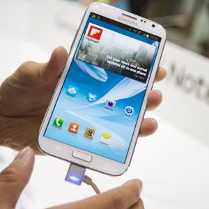 A man holds a Samsung Galaxy Note II at the IFA consumer electrictronics fair in Berlin on Aug. 30, 2012 &#169; Markus Schreiber/AP Photo
