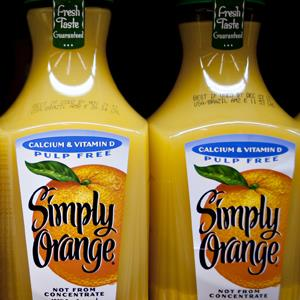 Coca-Cola Co.'s Simply Orange brand orange juice in a supermarket in Princeton, Illinois (© Daniel Acker/Bloomberg via Getty Images)