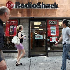 People walk past a RadioShack store in New York Source: © Mario Tama/Getty Images
