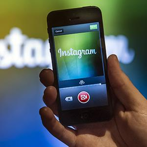 A Facebook Inc. employee demonstrates the new video feature with Instagram in Menlo Park, Calif. on June 20, 2013 (© David Paul Morris/Bloomberg via Getty Images)