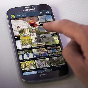 Galaxy S4 © 2013 SAMSUNG