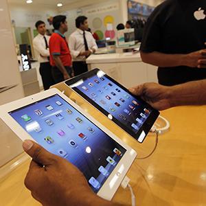 iPads in store (c) Rajanish Kakade/AP