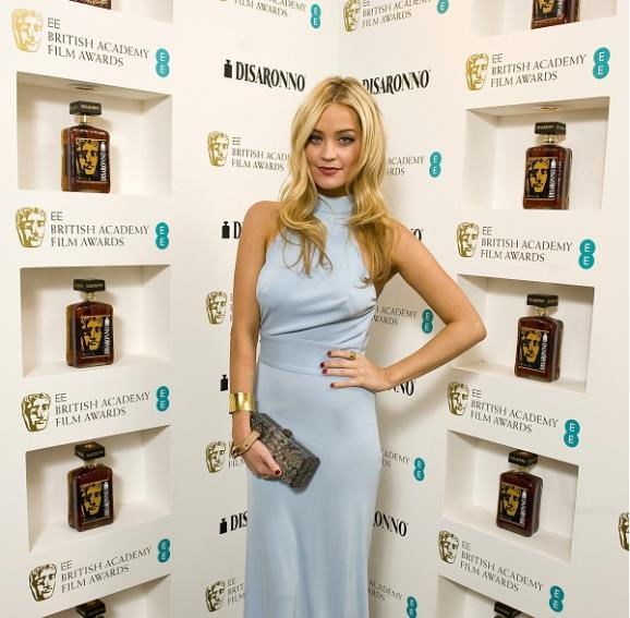 Laura Whitmore (DISARONNO)