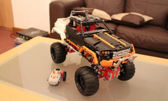 Lego Technic 4x4 Crawler 9398 front (c) CJ Hubbard / Motoring Research