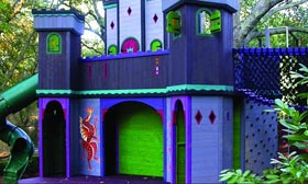 'Castle Dragon' play house (© Barbara Butler)