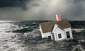 House in stormy water (&#169; Steven Puetzer/Getty Images)