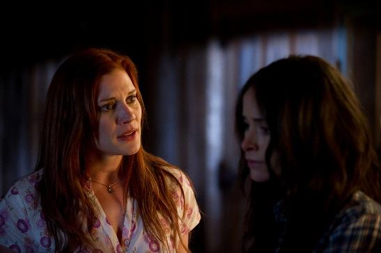Katee Sackhoff (l) and Abigail Spencer (r) in 'The Haunting in Connecticut 2' (Lionsgate)