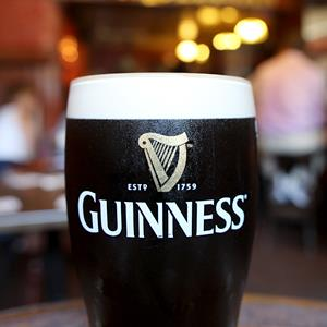 A pint of Guinness at Mulligans Pub, in Dublin, on July 4, 2012 (© Tim Clayton/Corbis)
