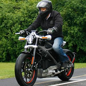 Employee Ben Lund demonstrates Harley's new electric motorcycle at Harley's research facility in Wauwatosa, Wis. © M.L. Johnson/AP Photo