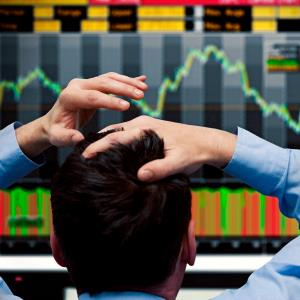 Trader watching falling stock chart © Caroline Purser/Getty Images