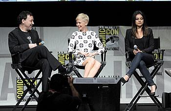 Sam Raimi, Michelle Williams y Mila Kunis/AFP