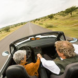 Couple driving in convertable © Blend Images, SuperStock