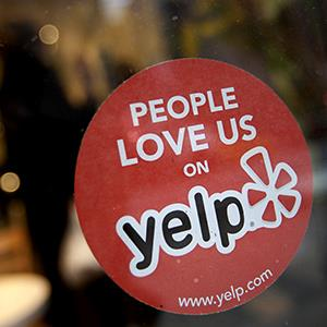 The Yelp Inc. logo in the window of a restaurant in New York on March 1, 2012 (© Scott Eells/Bloomberg via Getty Images)