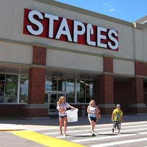 People leave a Staples store in Broomfield, Colorado (© Rick Wilking/Newscom/Reuters)