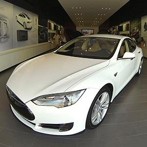 A Tesla Model S electric car © Mike Blake/Reuters