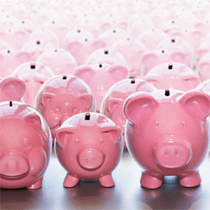 Piggy banks standing row by row © Dimitri Vervitsiotis, Digital Vision, Getty Images
