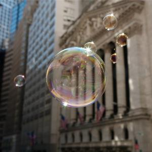 Soap bubbles in front of the New York Stock Exchange © Siegfried Layda / Getty Images