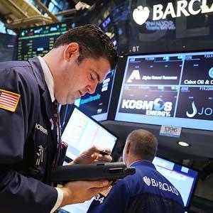 Traders on the floor of the New York Stock Exchange © Spencer Platt/Getty Images